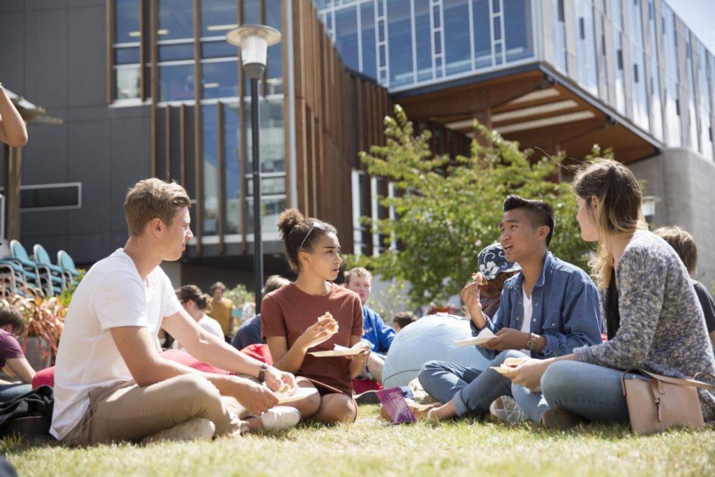 Du học New Zealand dễ xin việc với thu nhập cao